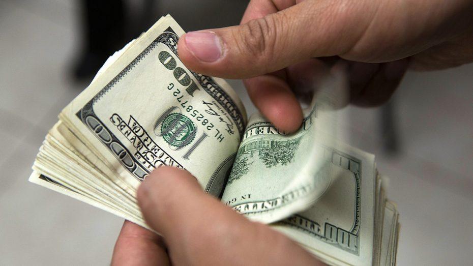 Argentina: Dólar cae 7 centavos debido a la nueva subasta del BCRA