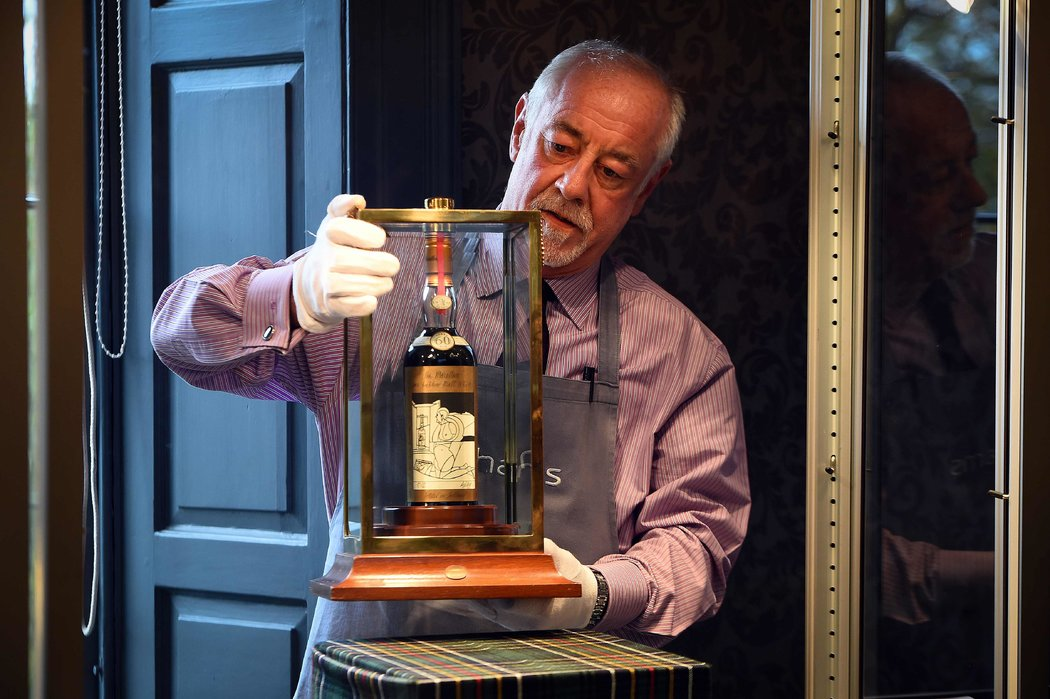 Subastan la botella de whisky mas cara del mundo por 1.1 millones de dólares