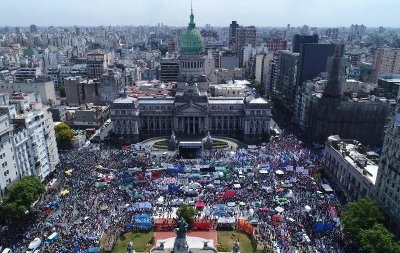 Argentina: Diferentes organizaciones sociales y sindicatos convocan a movilizar al Congreso cuando se vote en Diputados