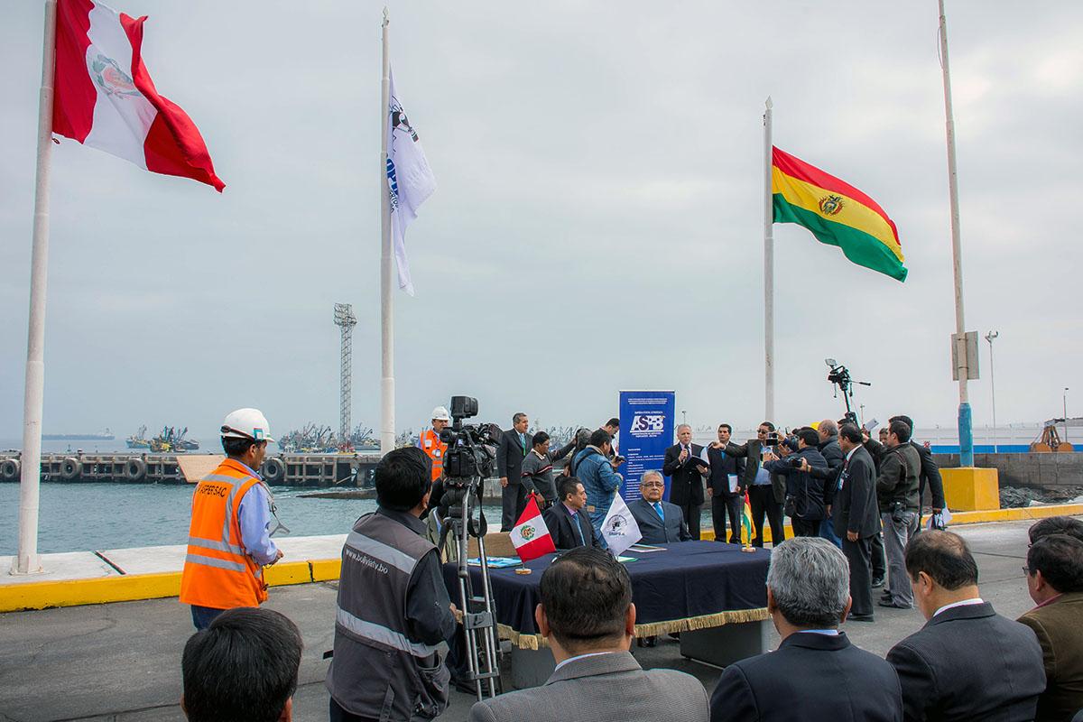 Perú y Bolivia realizan un convenio para comerciar por vía marítima