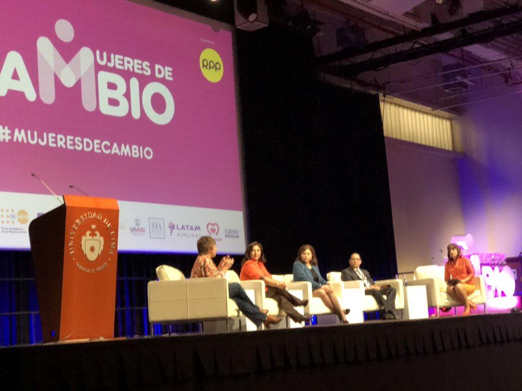 Perú: Detalles del exitoso foro. Mujeres por el cambio