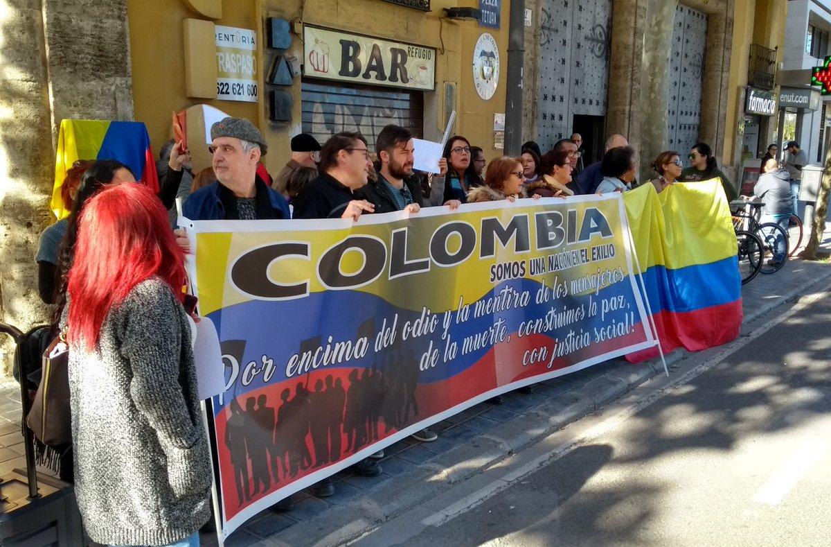 Sectores de izquierda junto a estudiantes marchan contra el gobierno de Ivan duque. Colombia