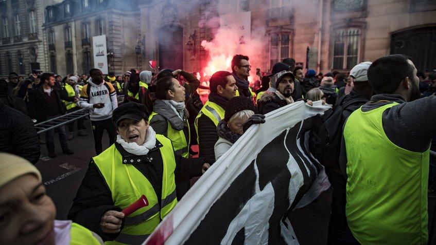 En Francia Ascienden a 227 heridos en protestas por el incremento de impuestos en combustibles