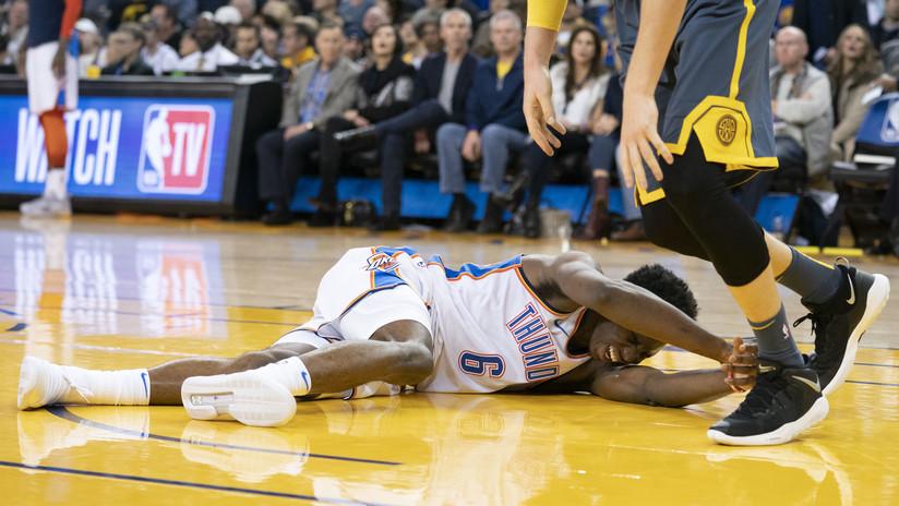 Un joven sufre una grave lesión durante el partido de NBA