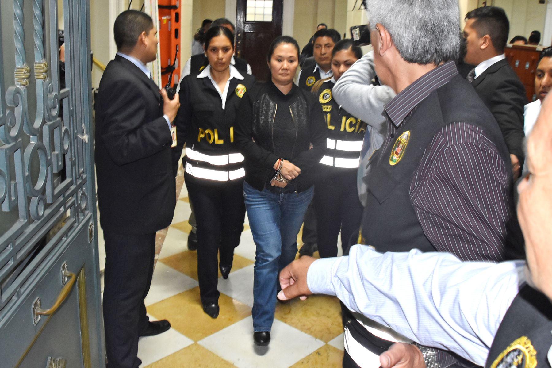 """Perú: Keiko retenida en la """"carceleta"""" del poder judicial"""