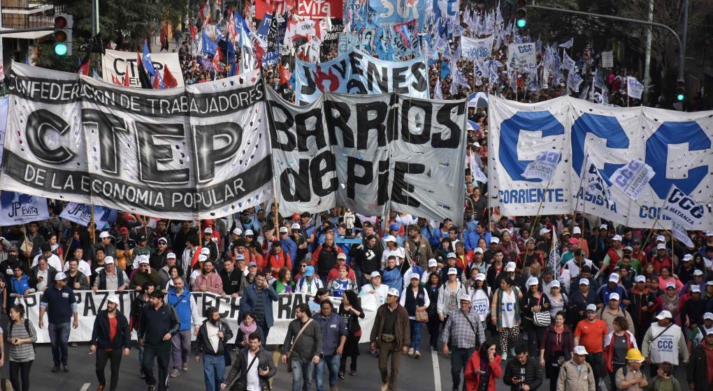 Argentina: Masiva marcha de organizaciones sociales en reclamo de la necesidad alimentaria