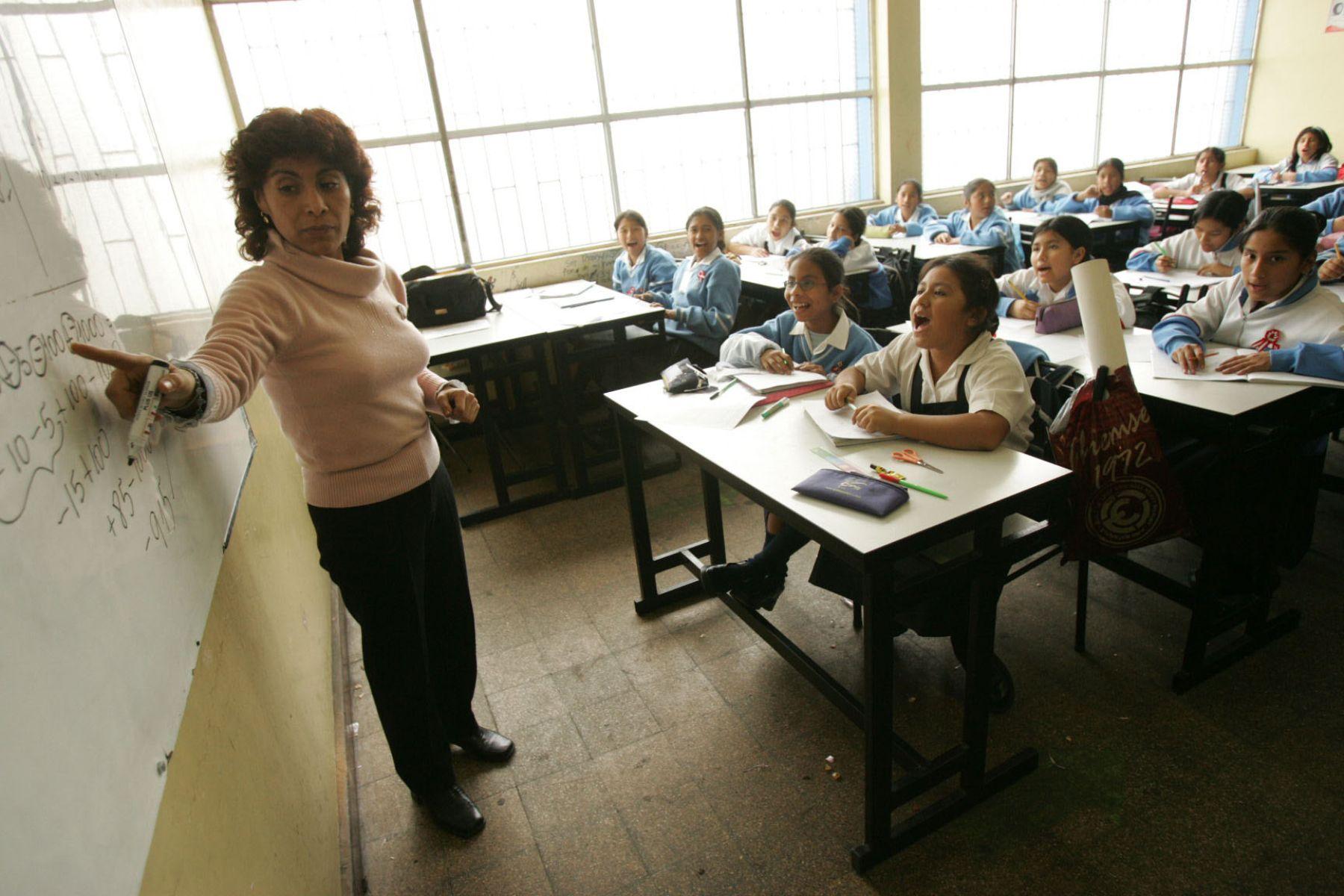 Conoce cual sera el aumento salarial a los profesores Peruanos desde 2019