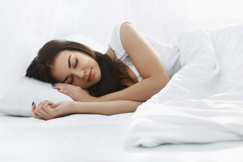 Estudio asegura que dormir en la tarde quema un 10% más calorías que en la madrugada