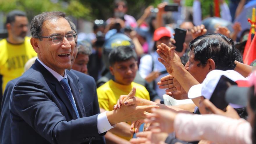 Perú: Presidente Martín Vizcarra logra récord de aprobación tras una crisis