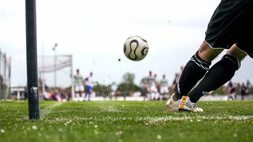 VIDEO: Portero español hace un gol con la mano y patea al arbitro por anularlo