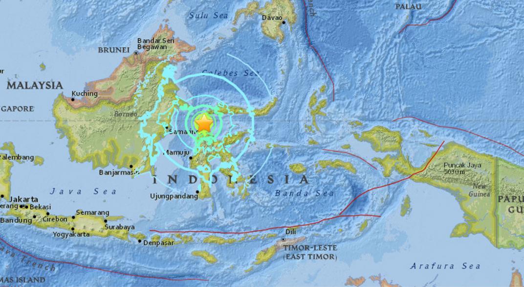Fuerte sismo 6,6 sacude Indonesia