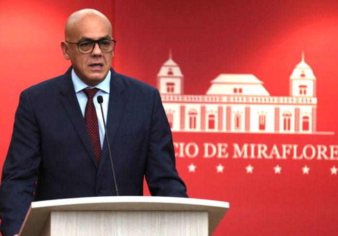 Venezuela califica como acto terrorista la deserción de sus militares atropellando todo a su paso