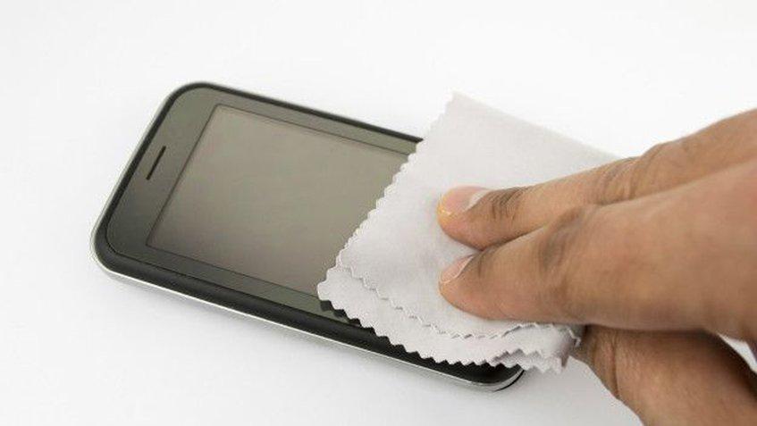 Se recomienda limpiar el celular de manera consecuente para evitar enfermedades