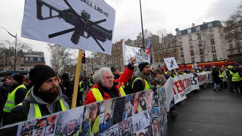 Chalecos amarillos en Francia vuelcan denuncias contra la violencia policial