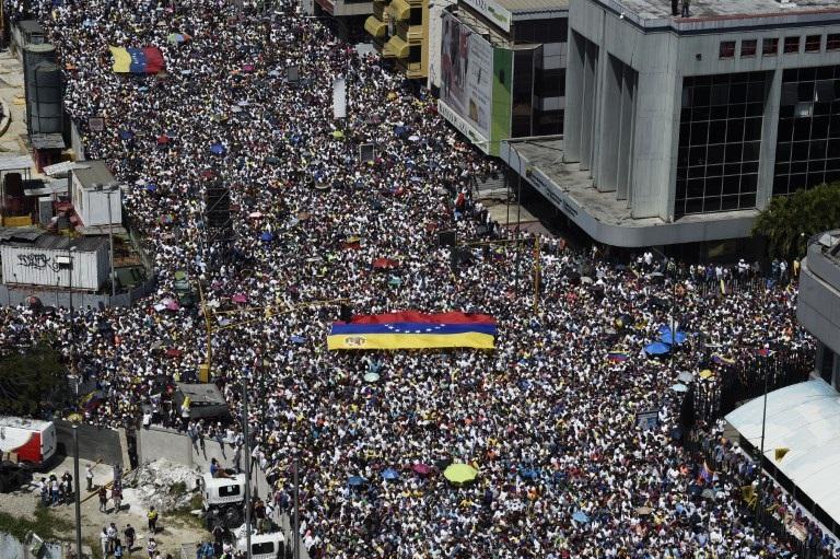 VIDEO: Miles de manifestantes marchan en contra de Nicolás Maduro por toda Venezuela