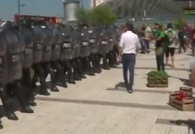 Buenos Aires: Policía reprime a trabajadores rurales que pretendían hacer un verdurazo