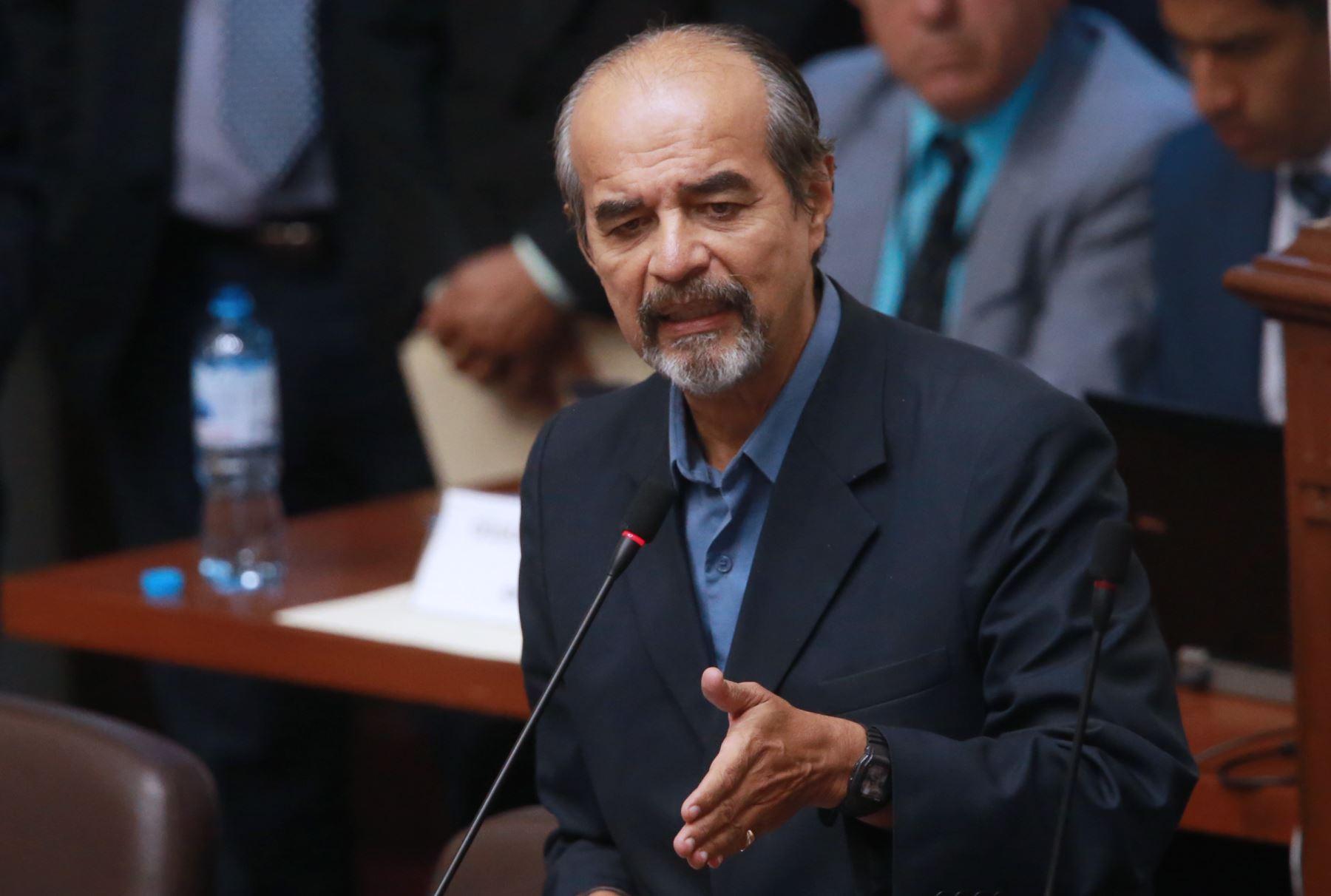 Perú: Mauricio Mulder niega que recomendó trabajadores en el Congreso