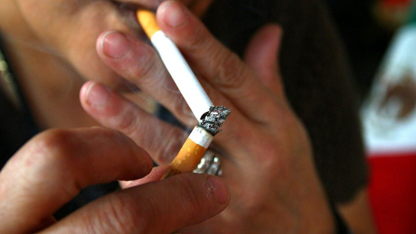 Hawái buscará prohibir la venta de cigarrillos a menores de 100 años