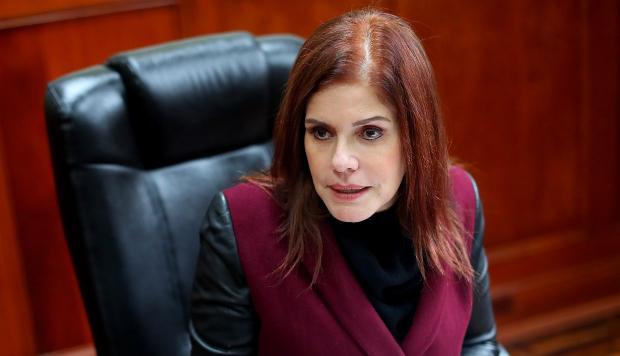 Perú: Mercedes Aráoz dice que Castro no puede echar barro como ventilador por su ignorancia