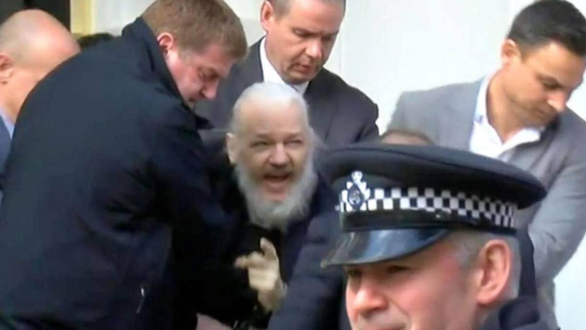 Julian Assange libera toda la base de datos Wikileaks tras ser detenido +Link