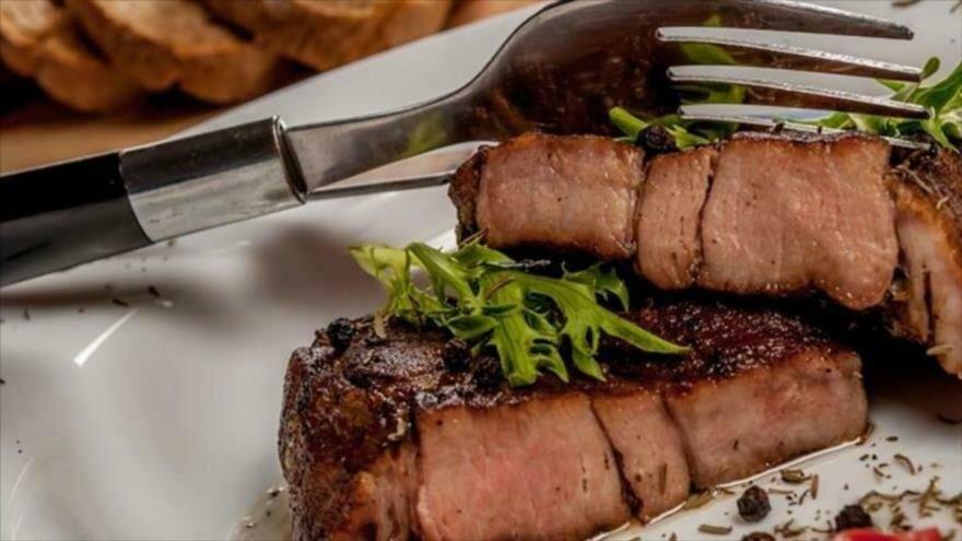 Se revelan los tipos de alimentos que aumentan el riesgo de contraer cáncer intestinal