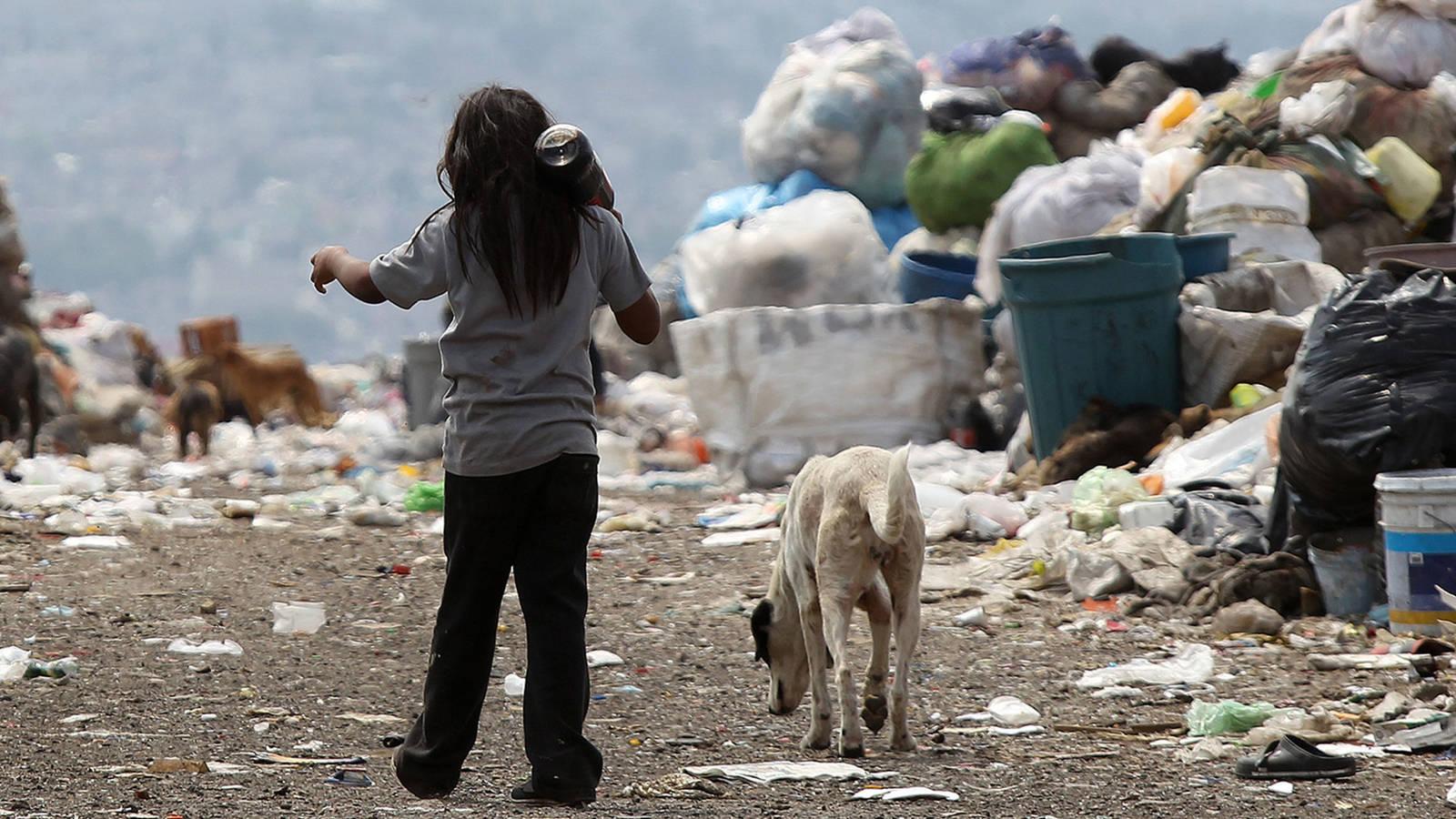 Estudio revela que vivir en la pobreza modifica el ADN humano