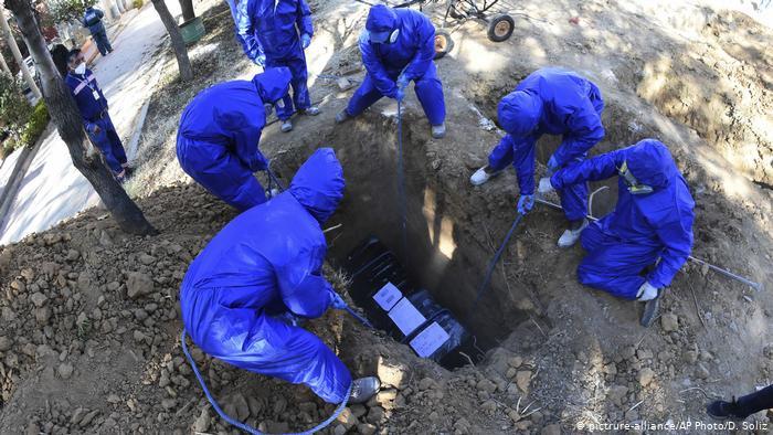 decenas de cadáveres son recogidos por día